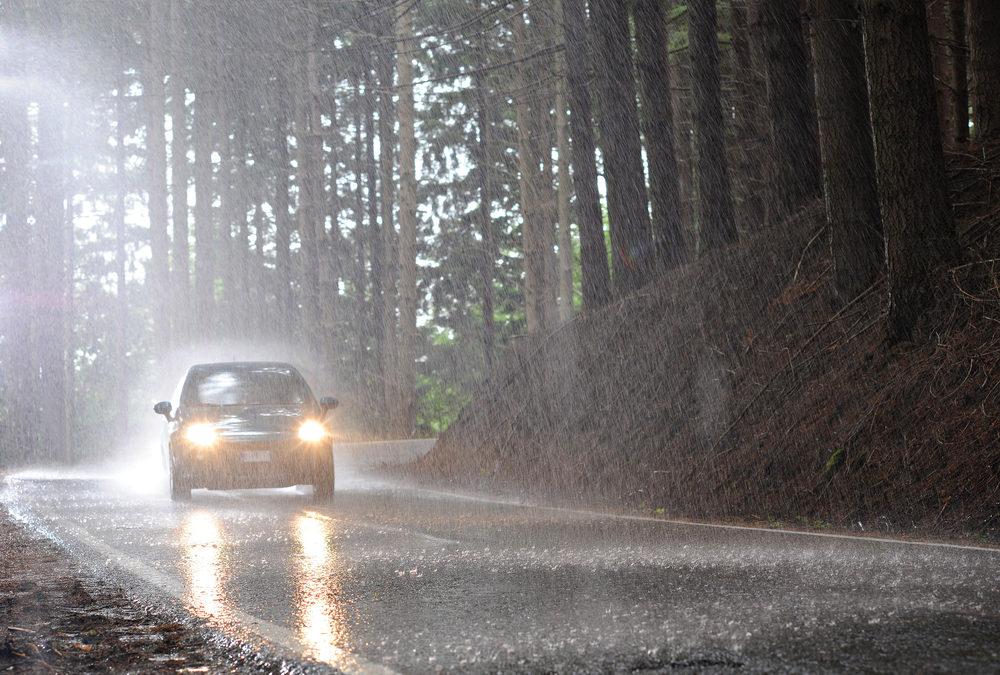 Prenez ces 4 précautions supplémentaires si vous avez besoin d'une assistance routière par temps de pluie