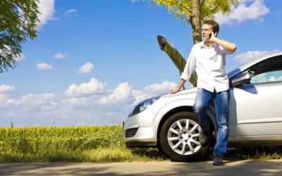 Comment rester en sécurité en attendant une dépanneuse pour assistance routière